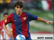 Jordi Gomez playing for Barcelona