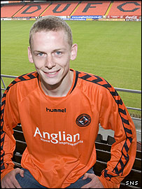 Scott Robertson shows off his new Dundee United colours