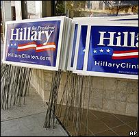 Afiches con propaganda de la campaña