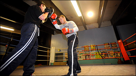 Gary Lockett trains with coach Enzo Calzaghe