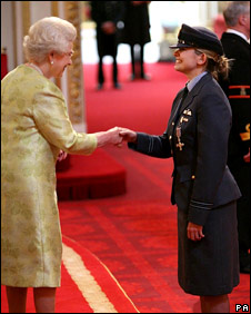 The Queen and Flt Lt Michelle Goodman