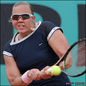 The Estonian clay-court specialist makes an impressive start and breaks Kuznetsova early in the first set