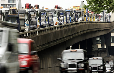 Truckers go slow in London (27 May 2008)