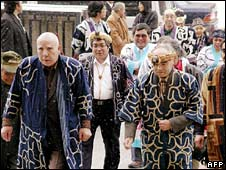 Ainu plaintiffs arrive at the Sapporo district court in March 2002