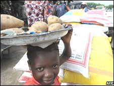 A child sells potatoes at the Abobo market in Abidjan, Ivory Coast (4 June 08)