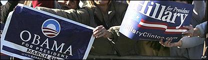 Carteles de apoyo a ambos aspirantes a la candidatura dem�crata