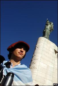 Monumento en Rosario, Argentina, durante protesta agraria de mayo, 2008