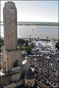 Monumento en Rosario, durante protesta agraria en mayo de 2008