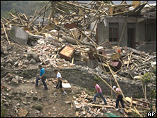 Survivors amid the wreckage in Shifang County, Mianzhu, Sichuan province, 4 June 2008