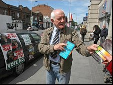 Irish No campaigners hand out leaflets ahead of the Irish referendum on the Lisbon Treaty