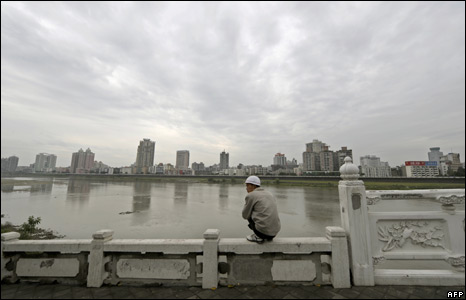 A man looks at the Fu Jiang River, which links to the Tangjiashan quake lake in Beichuan, Mianyang City (7/6/08)