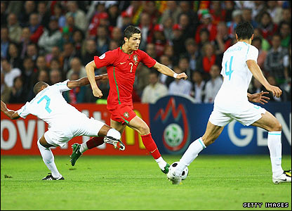 Ronaldo attacks the Turkish defence