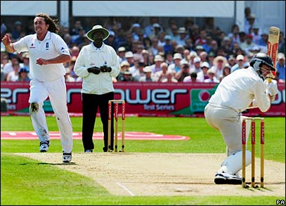 Ryan Sidebottom celebrates after having Iain O'Brien caught at second slip