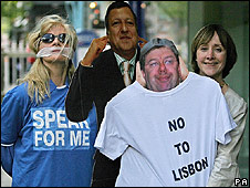 Former Green MEP Patricia McKenna (r) beside a cut-out of Taoiseach Brain Cowen, campaigning against Lisbon treaty