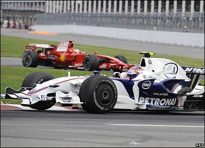 Kubica holds a narrow lead over Raikkonen