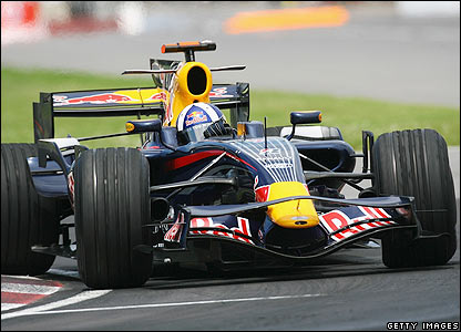 Coulthard takes the lead during lap 36