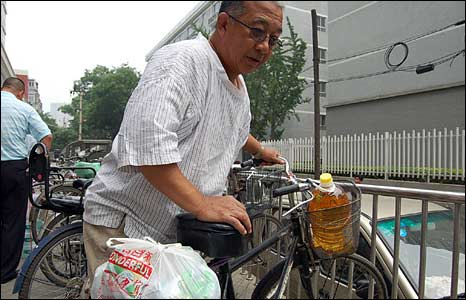 Huang Yan, with his bicycle and his plastic bag