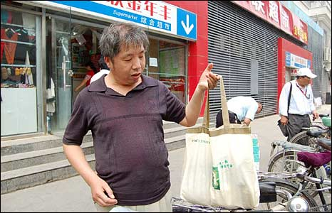 Zhang Yongming, with his cloth bag for groceries