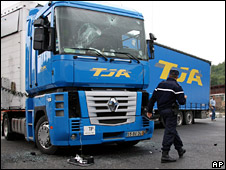 Lorry with broken windscreen (9 June 2008)
