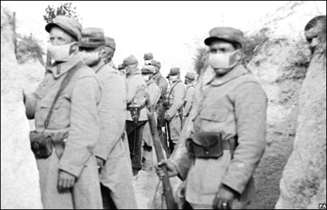 French soldiers using gas masks during the first world war.