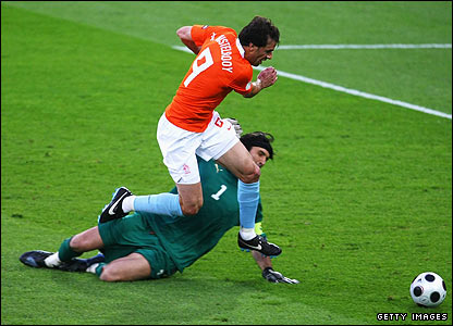 Ruud van Nistelrooy attempts to round Gianluigi Buffon
