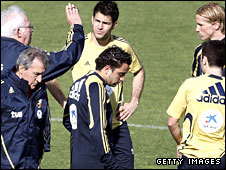 Spain coach Luis Aragones talks to Cesc Fabregas and Fernando Torres as Xavi Hernandez looks down