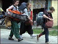 Tourists leaving Darjeeling
