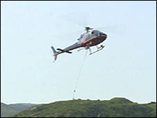 helicopter airlifting materials