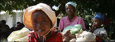 An infant cries in a makeshift open air cmp among some 34 adults and 106 children in the town of Mutare in eastern Zimbabwe on April 17, 2008 after their homes were burnt down