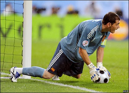 Casillas makes a save