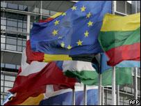 Banderas europeas en el parlamento en Estrasburgo