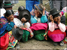 Relatives pray in Putis, Peru
