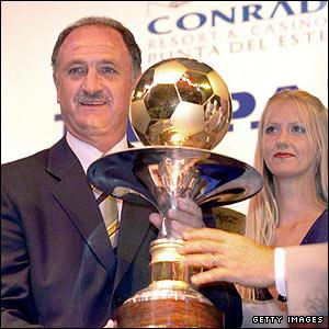 Luiz Felipe Scolari picks up El Pais's coach of the year award