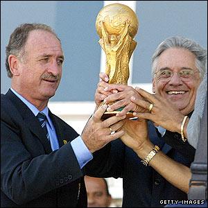 Luiz Felipe Scolari pictured with the World Cup and Brazilian President Fernando Henrique Cardoso