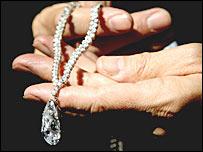 Бриллиантовое ожерелье Кристины Онассис, проданное на аукционе Christie's в Лондоне (фото PA)