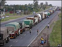 Camioneros argentinos bloqueando una carretera