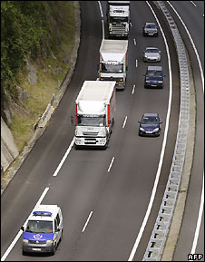 Police escort lorries on highway in northern Spain - 12/6/2008