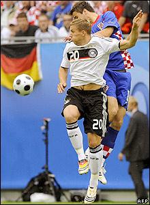 Podolski rises with Darijo Srna