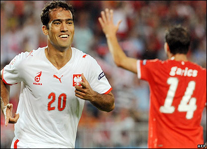 Guerreiro celebrates his goal