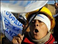 Simpatizante de los agricultores protesta contra el gobierno