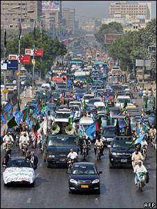Protesting lawyers on their way to Islamabad from Karachi