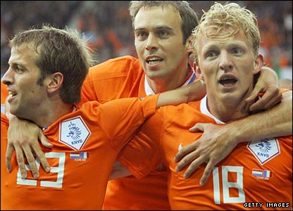 Dirk Kuyt (right) celebrates