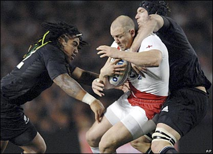 Mike Tindall is wrapped up by Ma'a Nonu (left) and Ali Williams