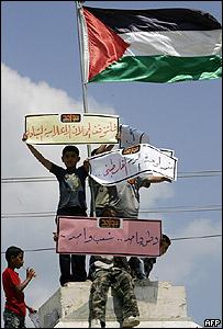 Palestinos manifestándose a favor de la reconciliación