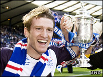 Steven Davis holds aloft the Scottish Cup at Hampden