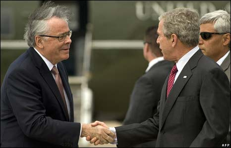 George Bush shakes hands with US Ambassador to Britain Robert Tuttle