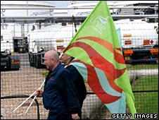 Picket line at Shell depot