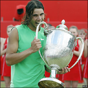 Nadal receives the trophy