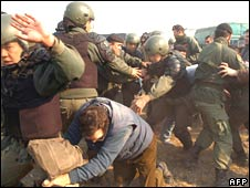 Scuffles between police and farmers on Route 14 in Gualeguaychu, Argentina, on 14 June 2008