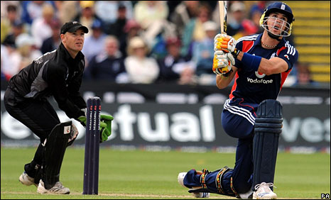 Kevin Pietersen hits a six with a left-handed grip